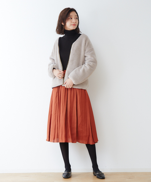 ファージャケット×サテンプリーツスカート