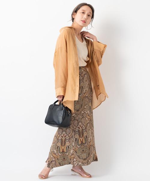 シースルーシャツ×柄ロングスカート