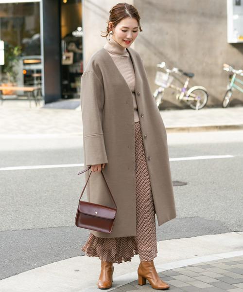 ノーカラーコート×ロングスカート