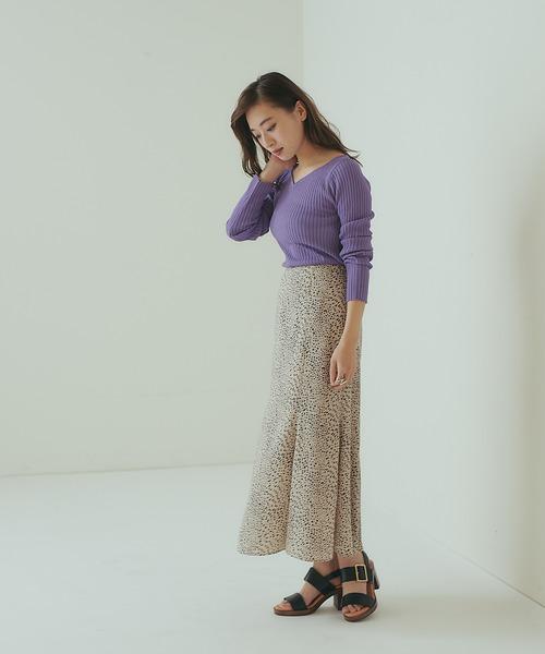 紫ニット×柄マーメイドスカートの春コーデ