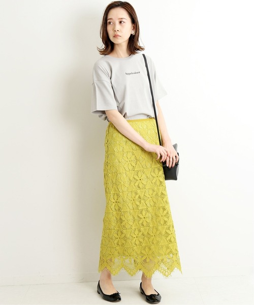 ロゴTシャツ×レースタイトスカート