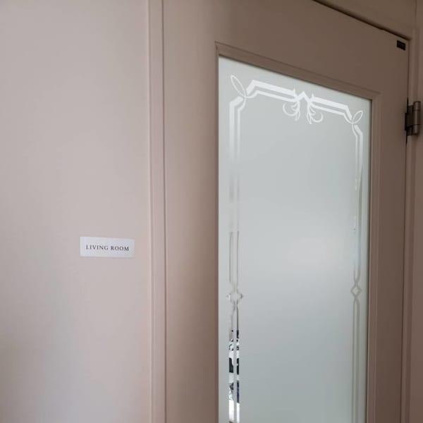 ドアの横にルームステッカー