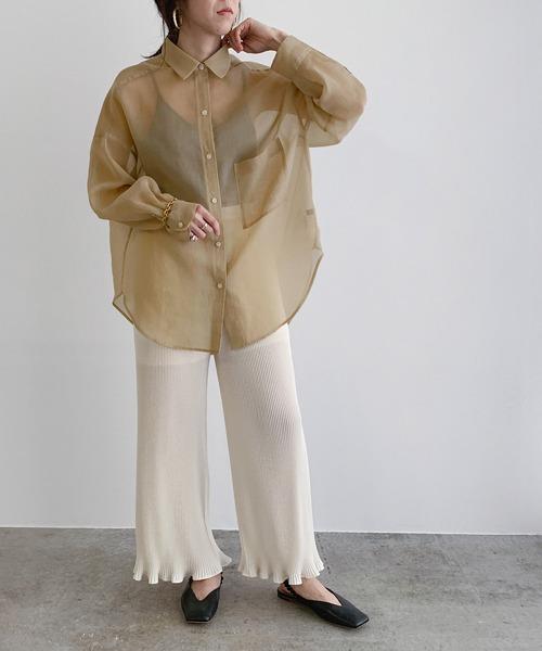 シアーシャツブラウス×ワイドパンツ