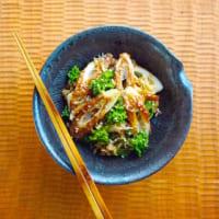 春巻きに合う副菜24選!みんな大好きなメインと一緒に食べたい付け合わせレシピ