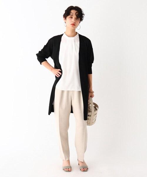 黒ロングカーディガン×白パンツの夏コーデ