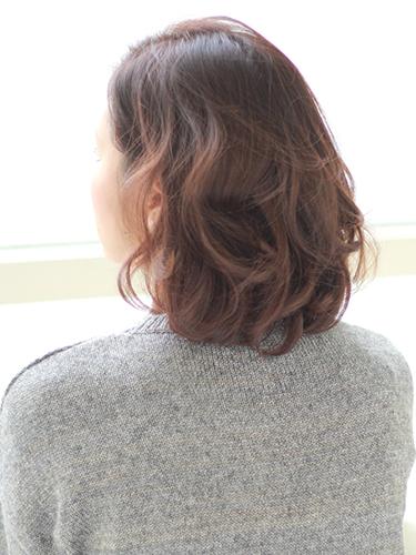 程よい量感が若々しいヘアスタイル