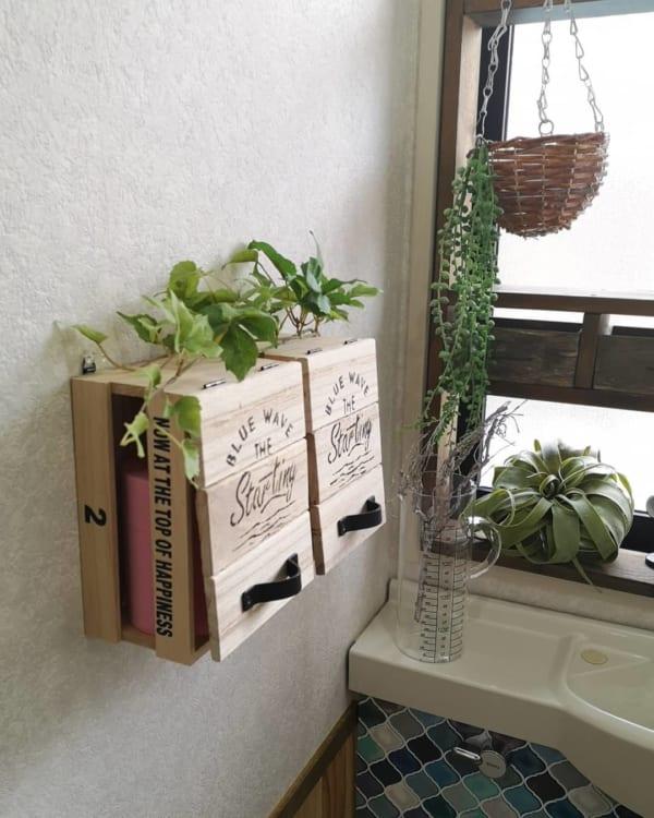 木製ボックスに扉をつけたミニラック