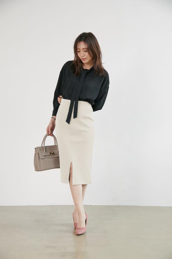 ボウタイシャツ×ニットタイトスカート