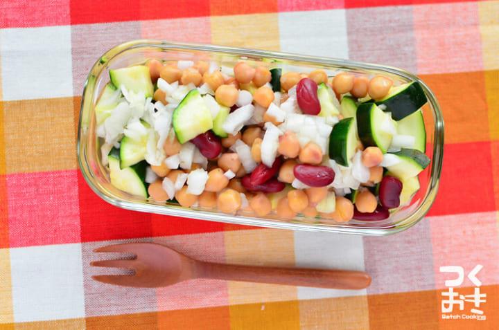 ぶり大根の副菜!ズッキーニとひよこ豆のサラダ