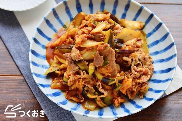 発酵食品で簡単レシピ!豚肉となすのキムチ炒め