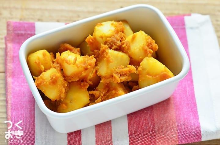 野菜炒めに人気の副菜!カレーポテトサラダ