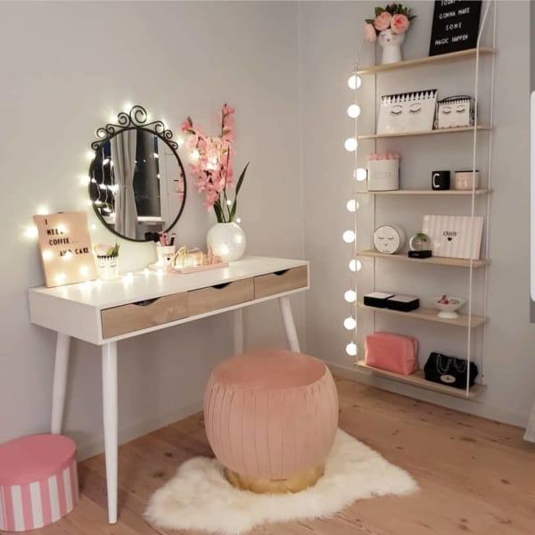 収納家具を置かず壁面を活用