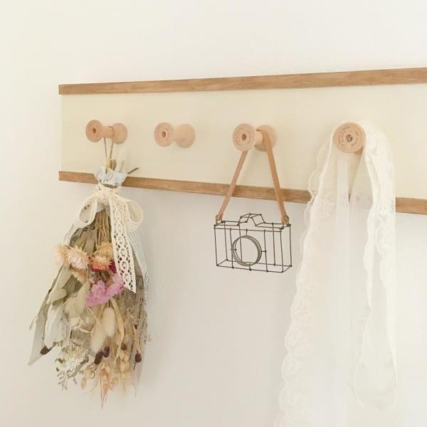 角材と糸巻きで作る壁掛けフック