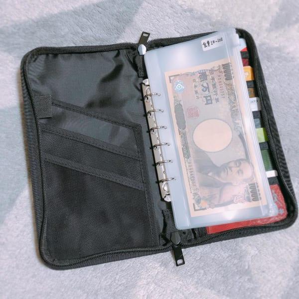 パスポート入れや家計管理の収納に