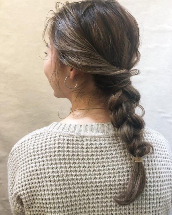 簡単な三つ編みヘアアレンジ