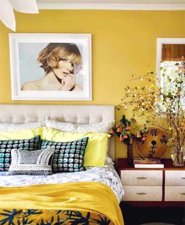 ビタミンカラーのおしゃれ寝室