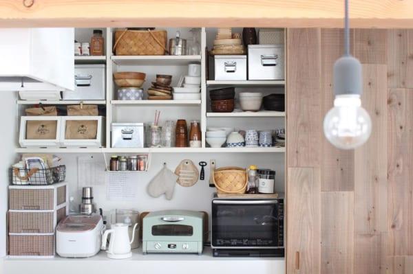 引き戸のキッチン収納が使い勝手◎