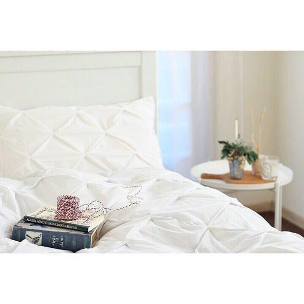 上品ホワイトインテリアのベッドルーム