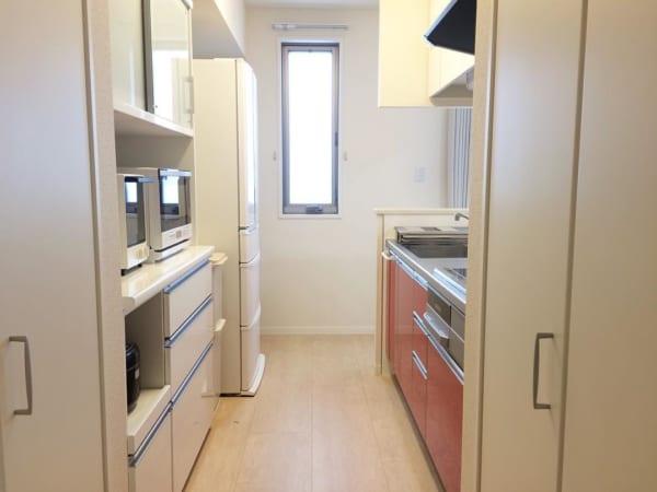 キッチンアイテムは隠す収納ですっきりと