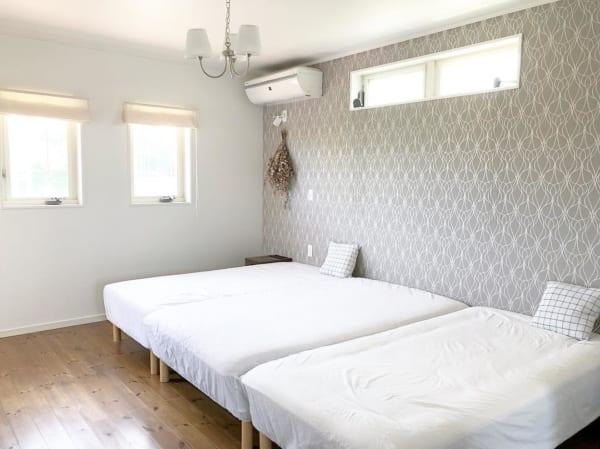 シンプルで快適なベッドルームインテリア