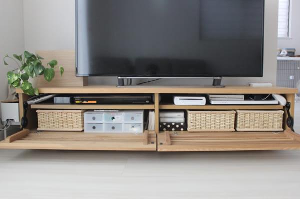 テレビボード内の美しい収納