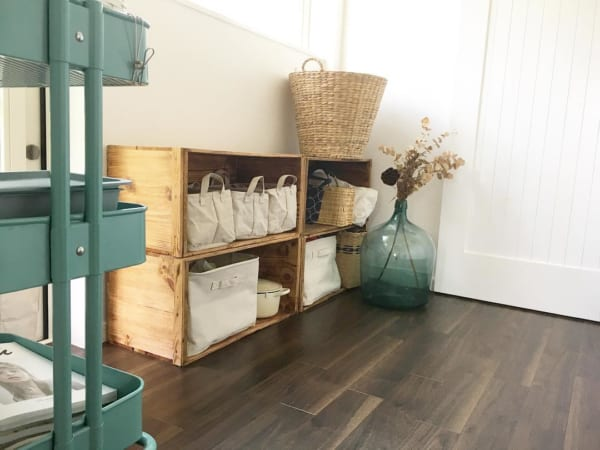 布製収納ボックスを入れた隠す収納棚