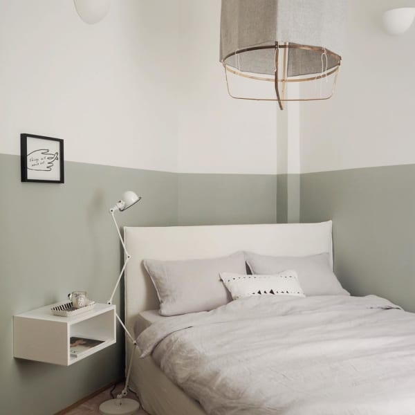 シンプルで落ち着いた寝室