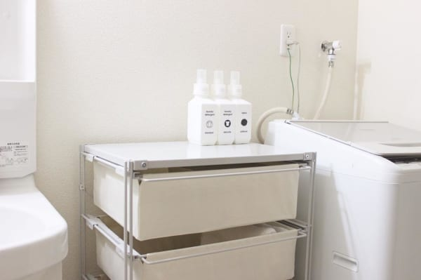 洗剤はランドリーボトルに詰め替えて見せる収納を