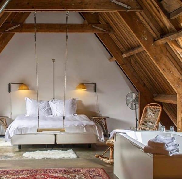 コテージのようなナチュラル寝室