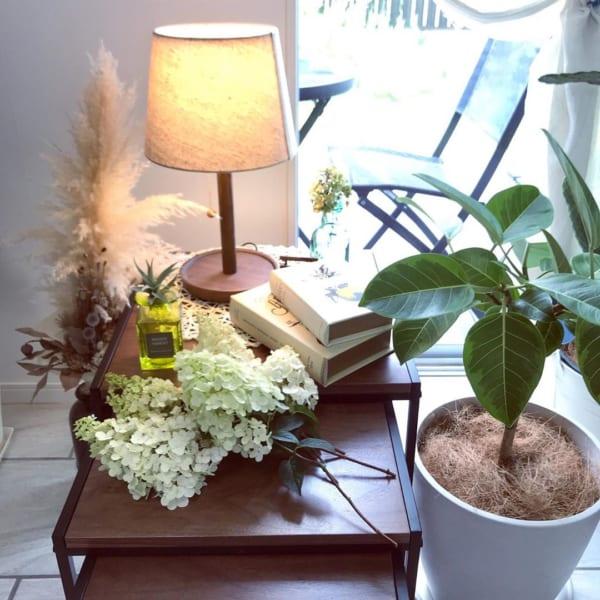 ほっこり温かな灯りに癒されるテーブルランプ