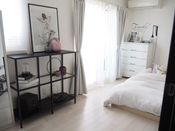 無機質な家具を取り入れる