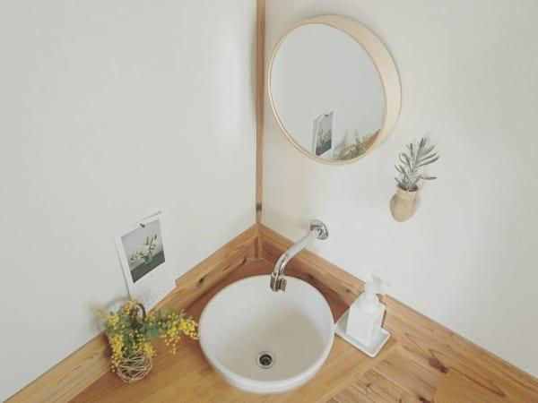 トイレの小さな手洗い場もセンス良く