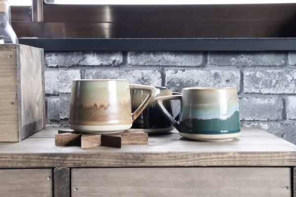 カフェ気分のアンティークマグカップ