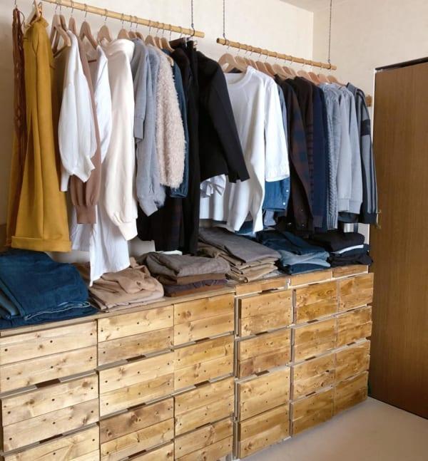 洋服の見せる収納アイデア《ポール》