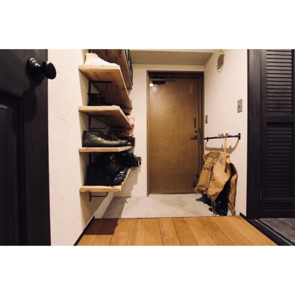 オープン収納がおしゃれな玄関インテリア