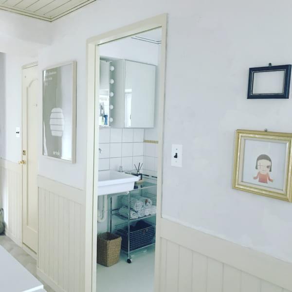 ホワイトインテリアの爽やかな洗面所
