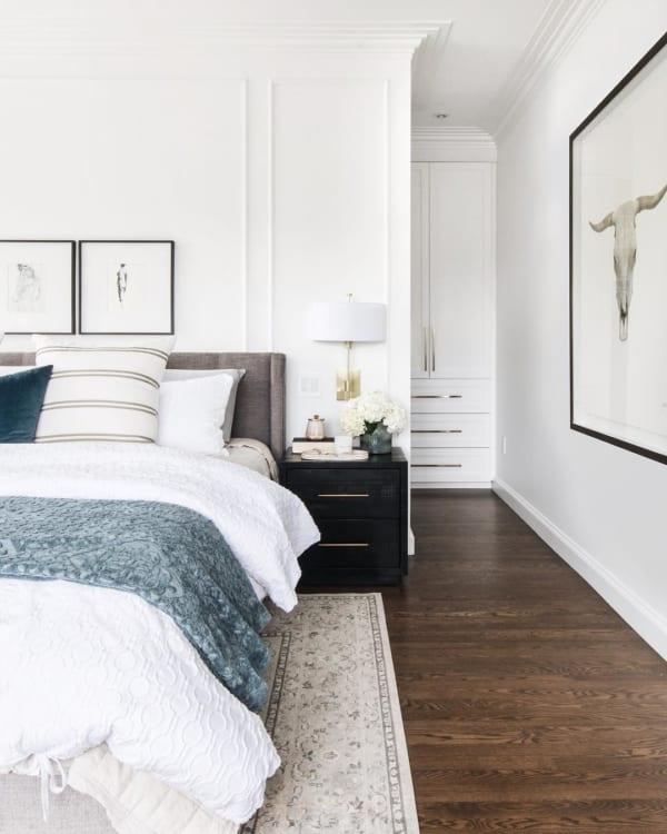 シンプルモダンな寝室