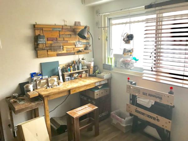 DIYの家具がおしゃれな作業スペース