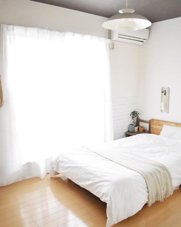 シンプルナチュラルが心地良い寝室インテリア