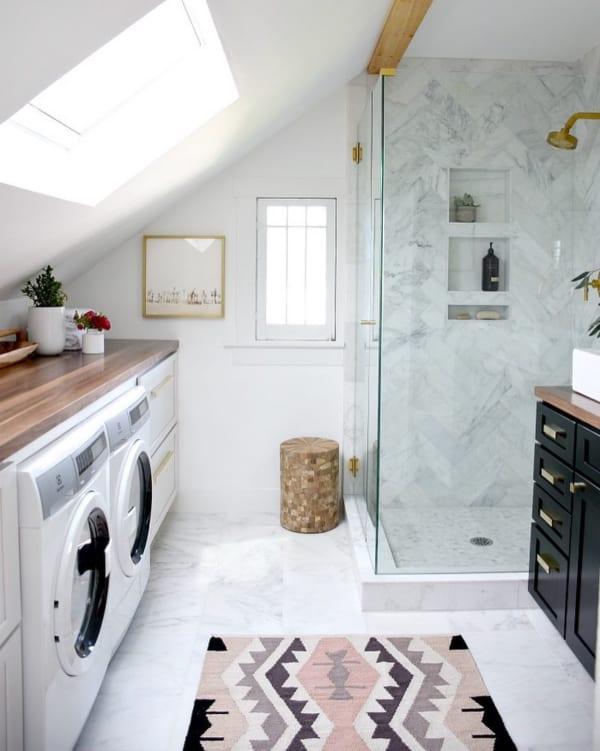 清潔感溢れるシャワー&ランドリールーム