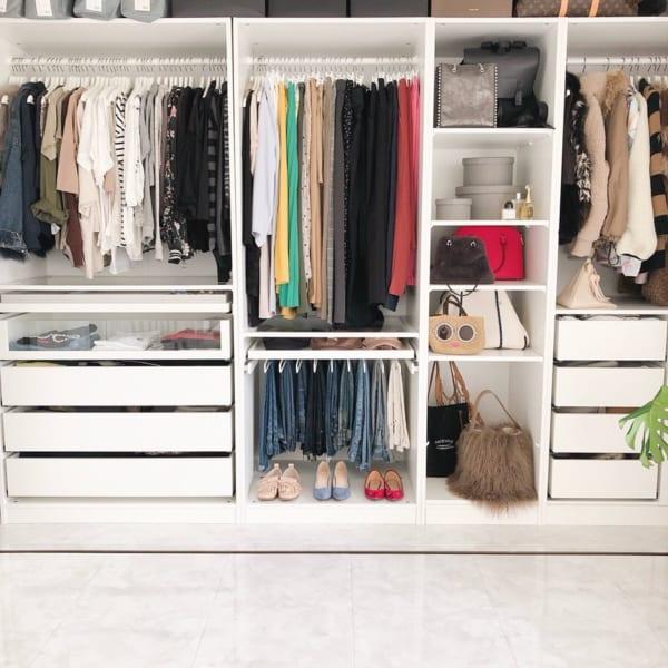 洋服の見せる収納アイデア《クローゼット》2