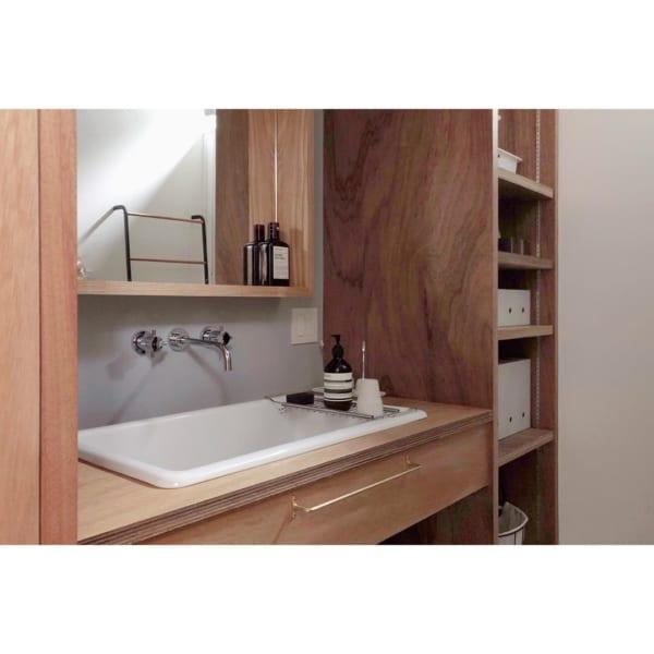 シンプル&ナチュラルな洗面所