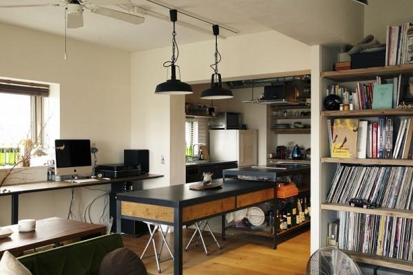 家具のようなデザインで、楽しく料理ができるキッチンに