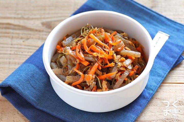 作り置きのレシピに!昆布とこんにゃくの炒め物