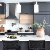 あなたはどちら派?キッチンの「隠す収納」or「見せる収納」の実例集