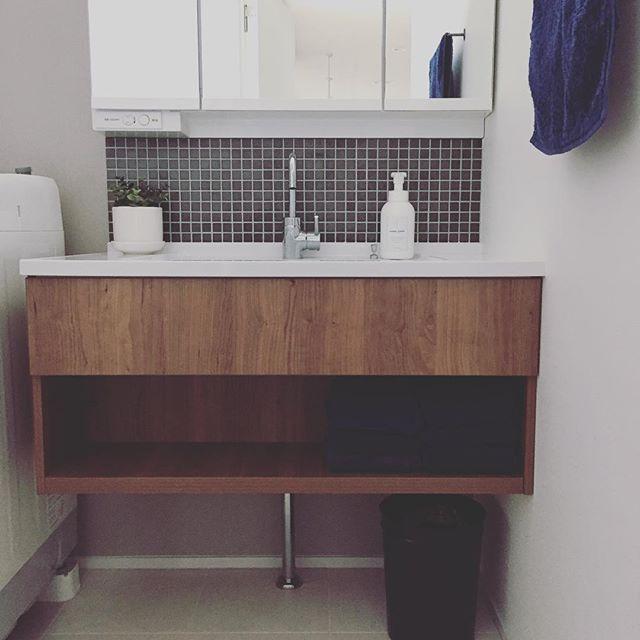 上品でかっこいい洗面所