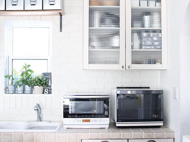 キッチンの壁面棚を使う収納アイデア