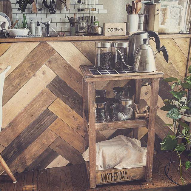 狭い台所にも合うDIY棚にお茶グッズを収納
