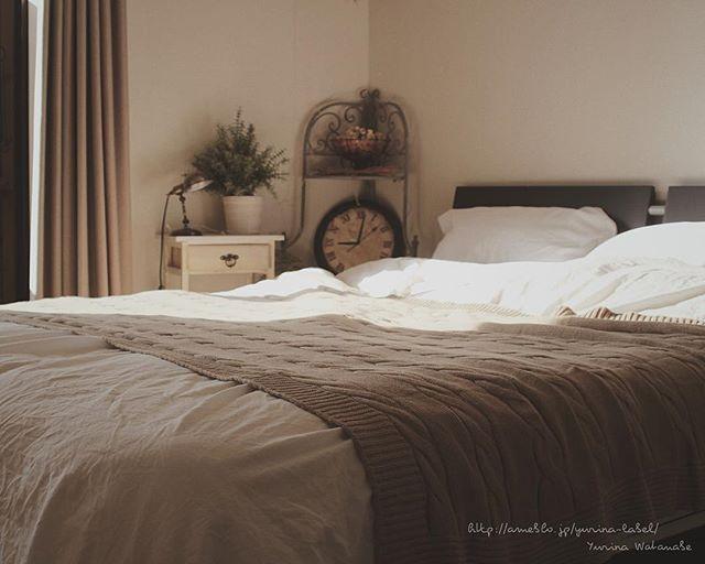 ベージュの寝室インテリアコーディネート5