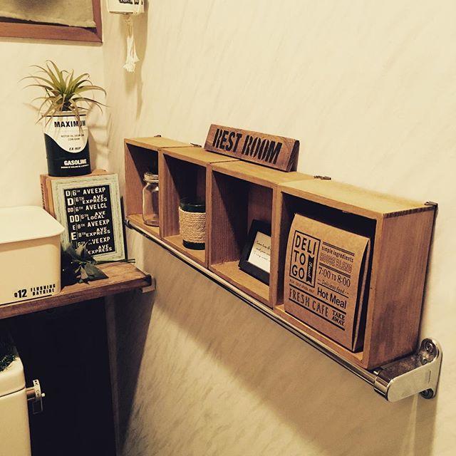 木箱とタオルハンガーを合わせた小物収納術